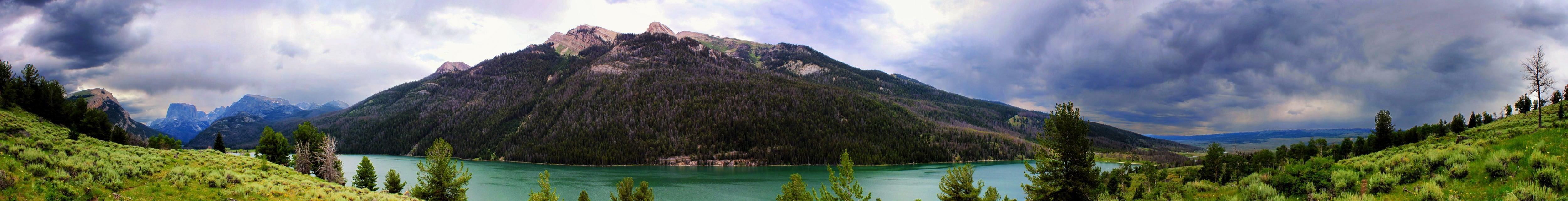 Panorama of Green River Lake