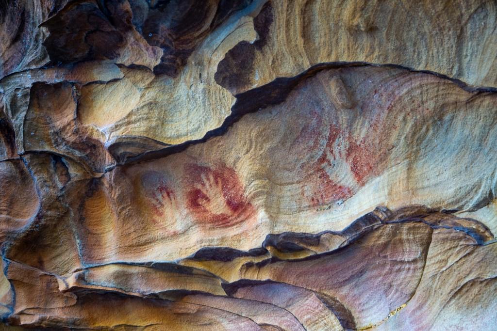AWAT9476 LR Smiths Creek red ochre paintings