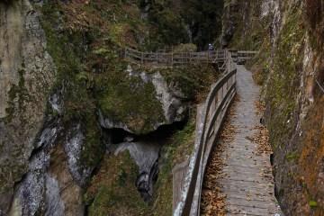 DSC02545 LR Descending into Les Gorges Mystérieuses de la Tête-Noire