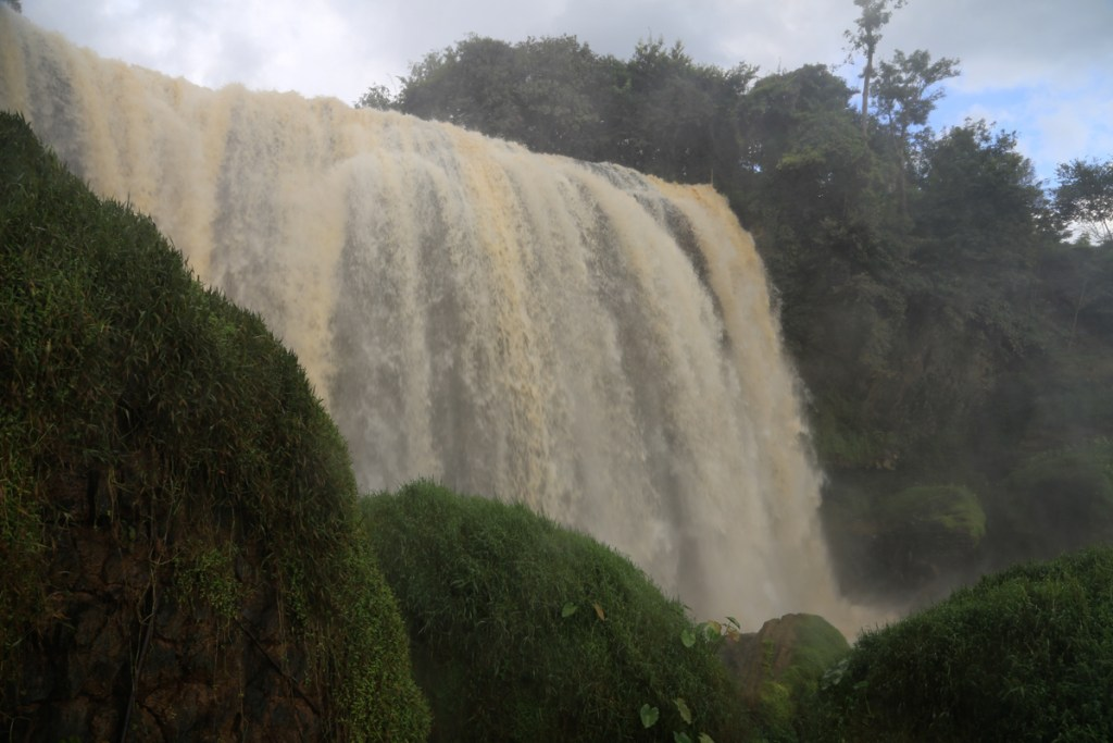 Elephant Falls (Lieng Rowoa)