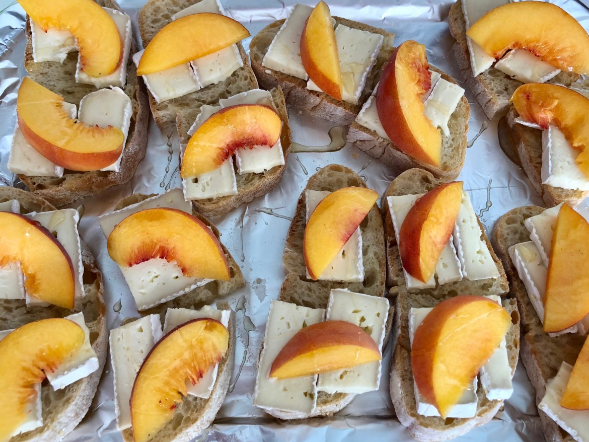 Brie w/peaches and honey #hilarystyle