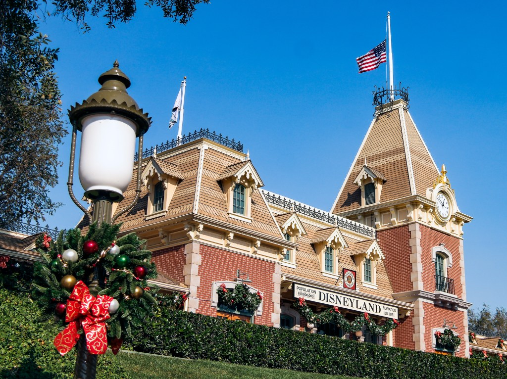 Christmas Disneyland California #disneychristmas