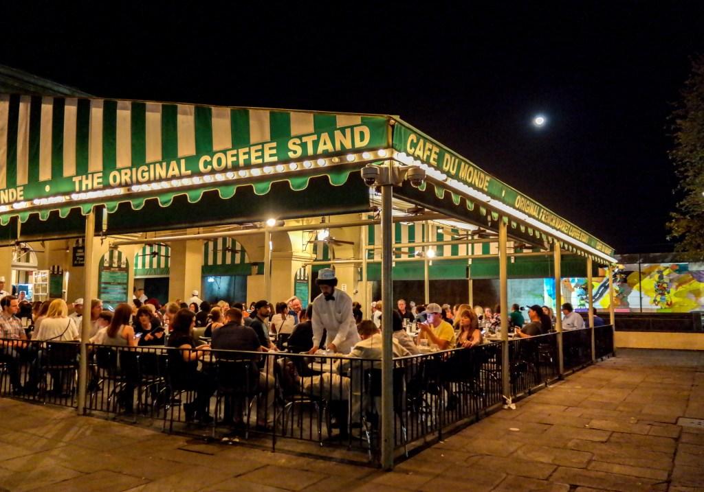 Cafe Du Monde New Orleans Louisiana #NOLA #beignetstand #cafedumonde