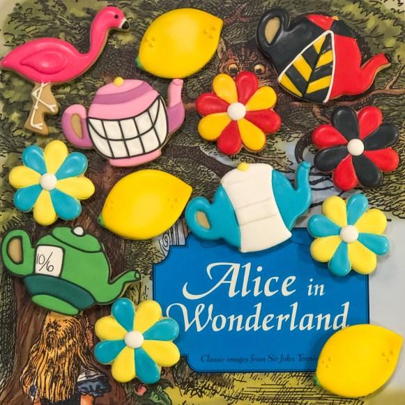 #cookieshilarystyle #aliceinwonderland #madteaparty #madhattercookies #customcookies #sugarcookies #aliceinwonderlandcookies