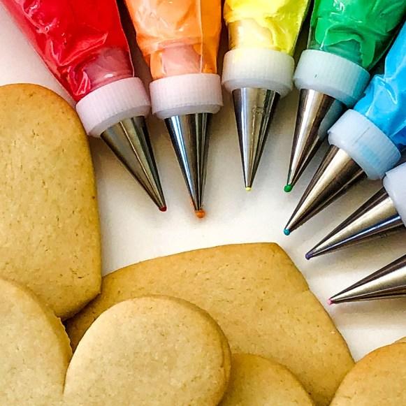 #cookieshilarystyle #customcookies #sugarcookies #rainbowicing