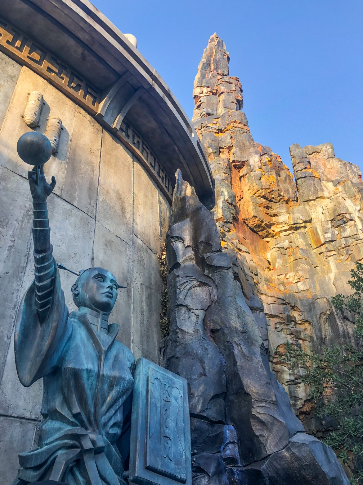 Galaxy's Edge Night Disneyland Los Angeles California #galaxysedge #hilarystyleme