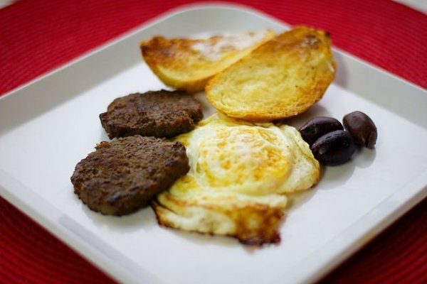 basturma and eggs