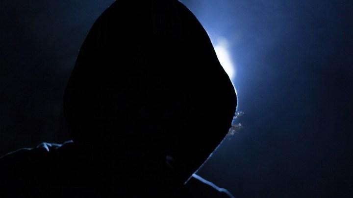 Identitätsdiebstahl: Anklage wegen mehrfachen Computerbetrugs unter Ausnutzung einer Notlage