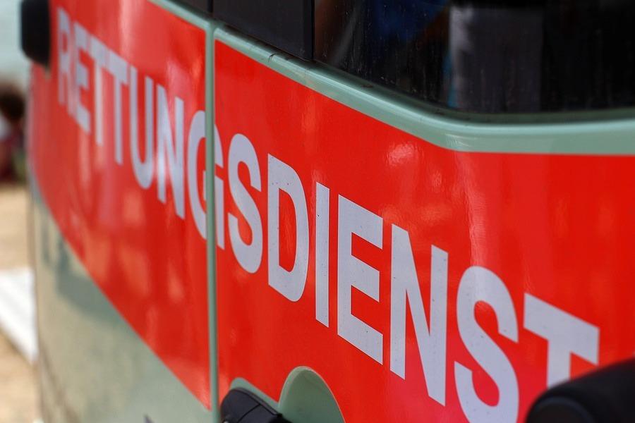 Pedelecfahrer kollidiert mit Fahrschulfahrzeug