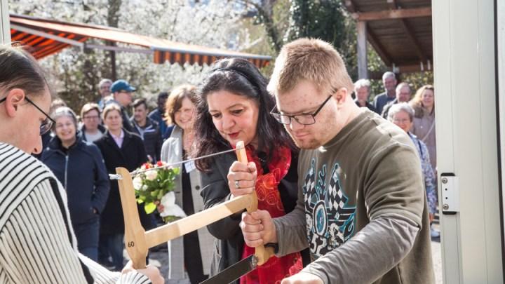 Arbeiten mit Holz steht bei Förderschulabsolventen hoch im Kurs: Lebenshilfe Hildesheim eröffnet neue Werkstatträume für den Berufsbildungsbereich Holz
