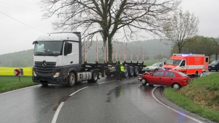 Vier Verletzte bei Unfall am Roten Berg