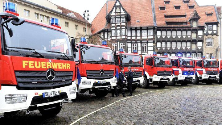 Zwölf neue Löschfahrzeuge im Wert von mehr als 2,5 Mio. Euro für die Feuerwehren
