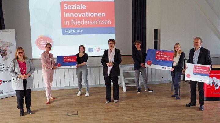 """Regionalministerin Birgit Honé überreicht in Hildesheim zwei Förderbescheide für Richtlinie """"Soziale Innovation"""""""