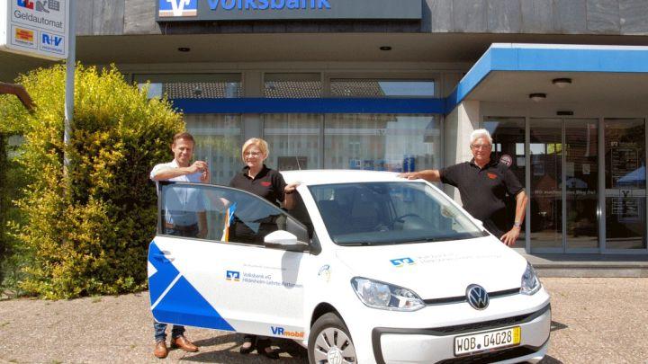 Volksbank spendiert vier VW up