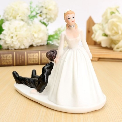 Funny-Humor-Reluctant-Bride-Groom-Couple-Figurine-Wedding-Cake-Topper-Decoration-Doll-Mariage-Casamento-Party-Resin.jpg_640x640