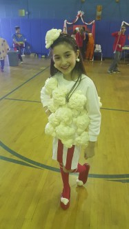 Dhalia Jacobs actually made this costume herself!! She's popcorn! I love it!