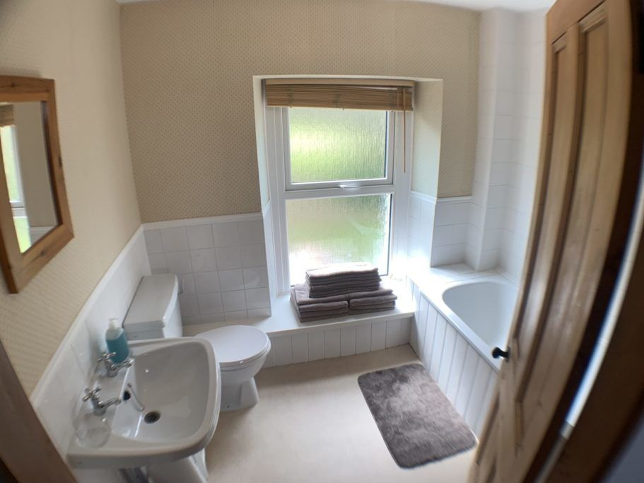 Gower Self Catering Holiday Cottage bathroom