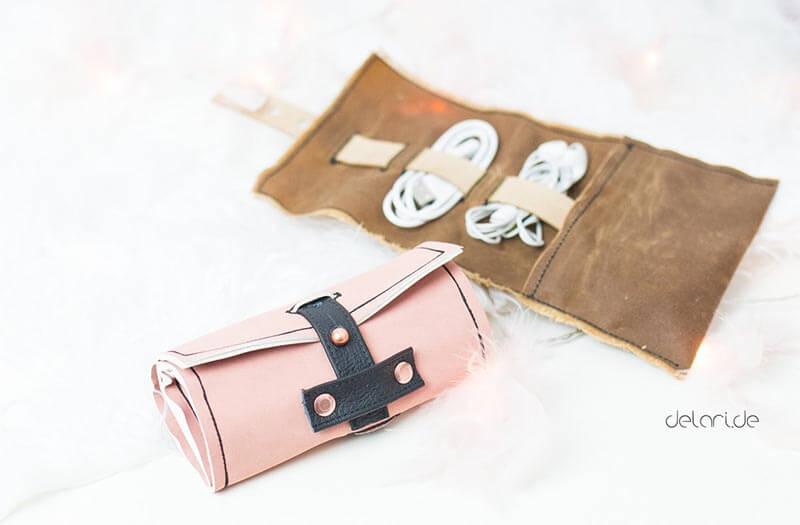 Kabelorganizer in rosa und braun aus Oilskin und Kunstleder