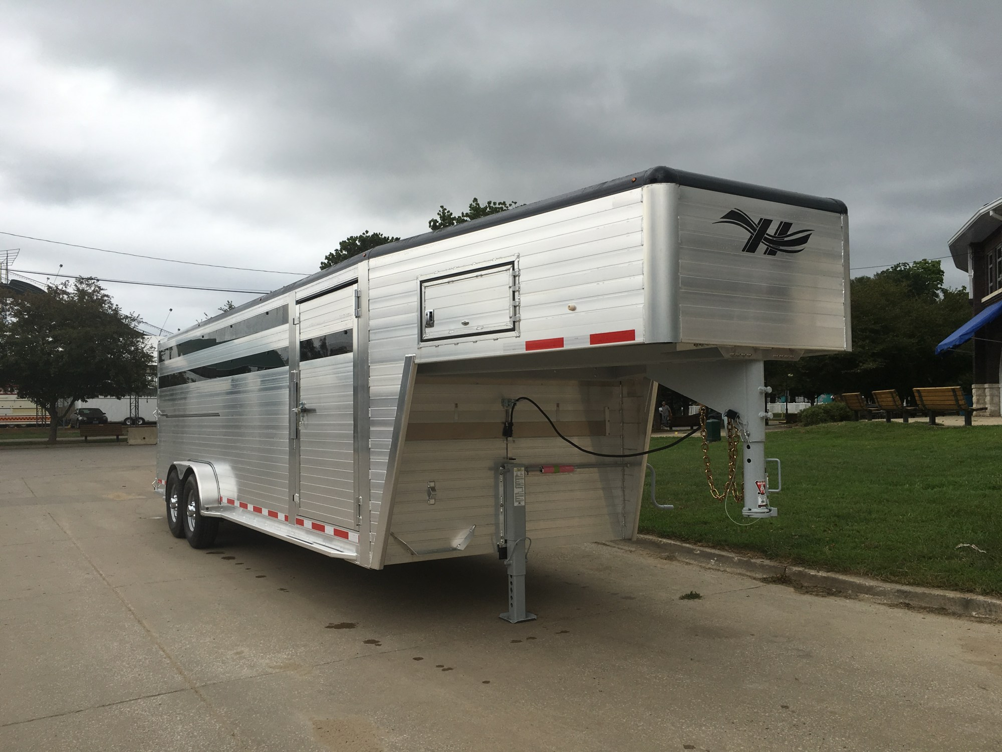hight resolution of hillsboro industries endura aluminum livestock trailer shown with optional painted roof cove contact your local
