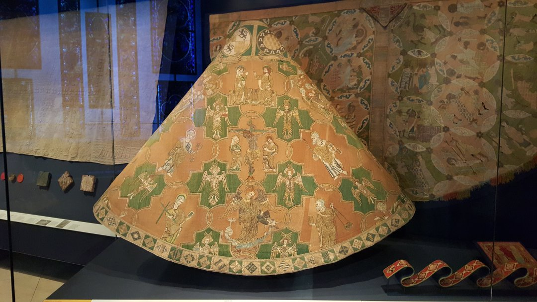 2015 Oct V&A Medieval embroidered garment