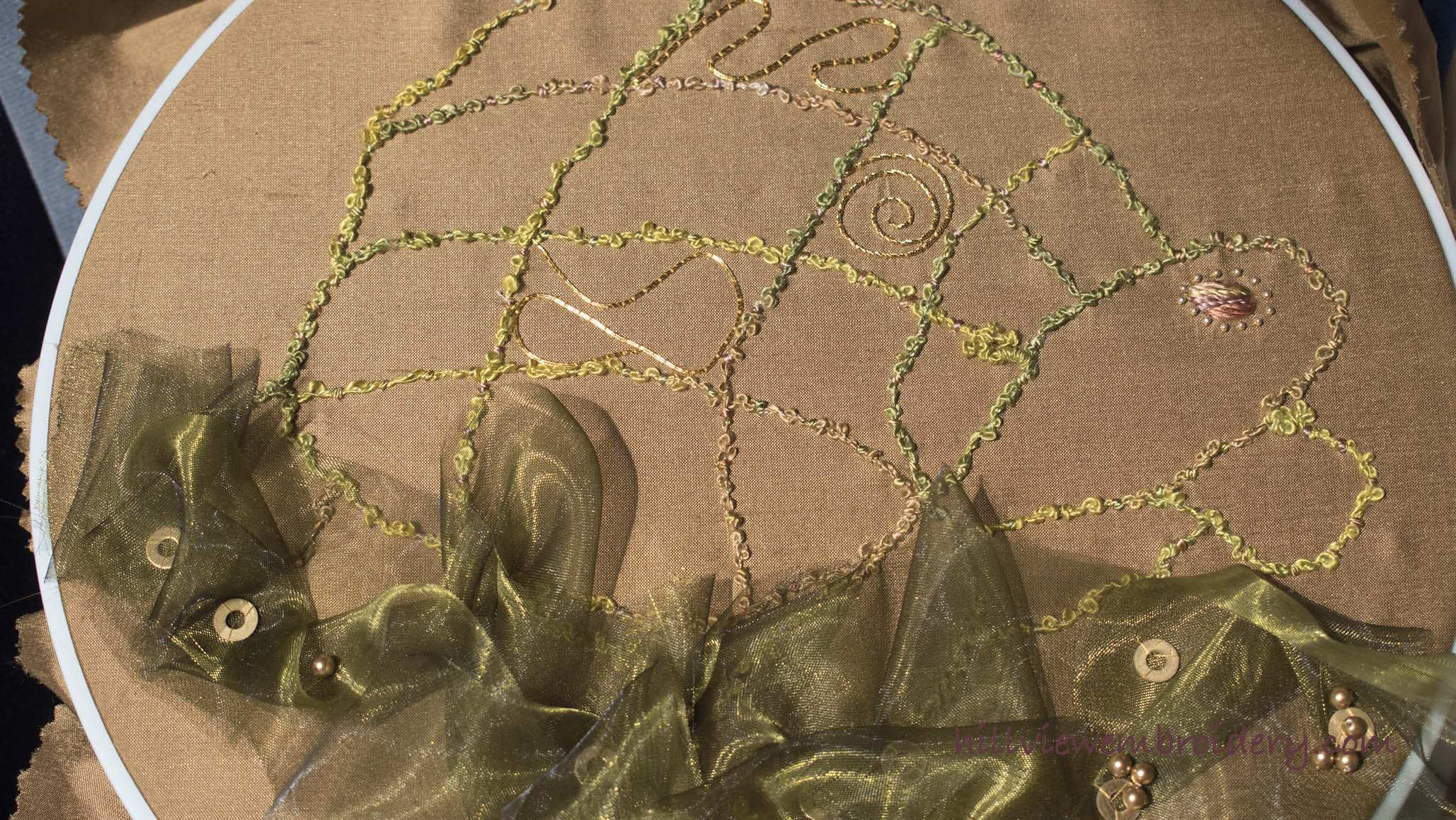 glass organza is a great way to add seaweed to a design!