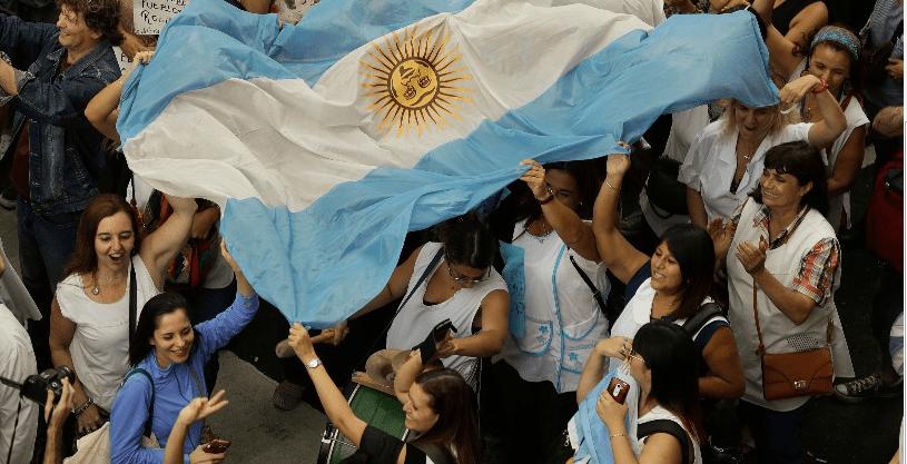 Maestros se levantan contra Macri en Argentina