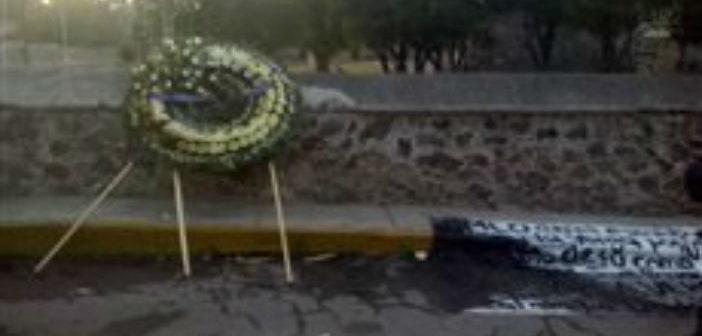 Colocan manta con amenazas contra López Obrador en el Edomex