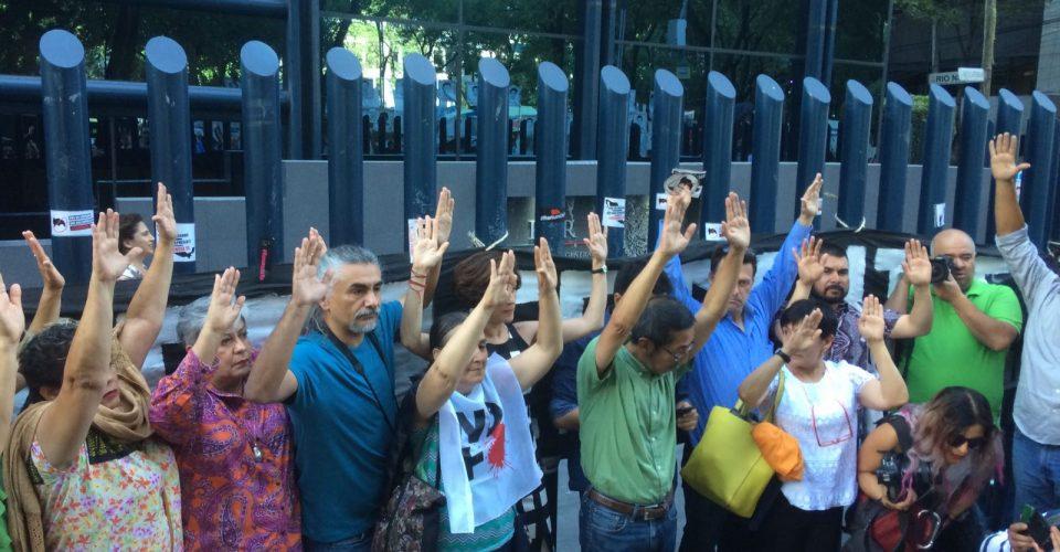 Periodistas y activistas se entregan a PGR por casos de espionaje
