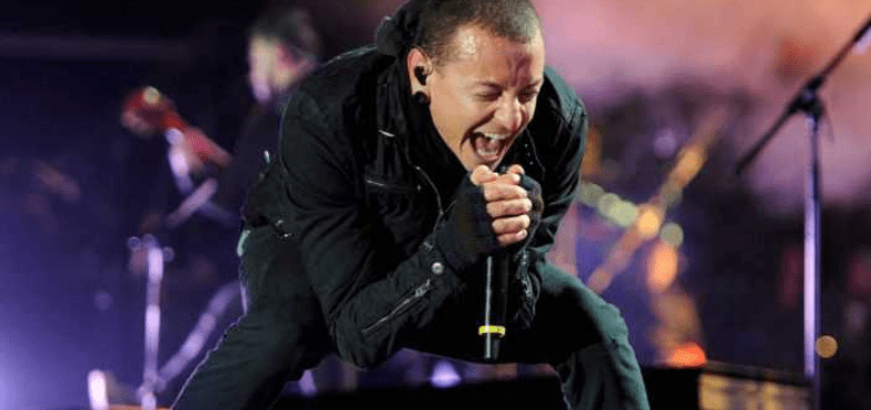 Hallan suicidado a Chester Bennington, vocalista de Linkin Park (VIDEOS)
