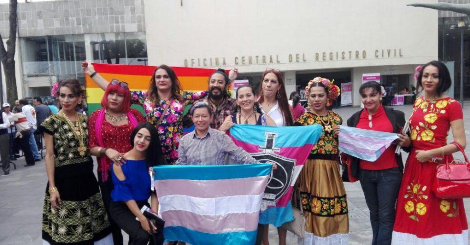 Entregan las primeras 235 actas de nacimiento a personas trans en México