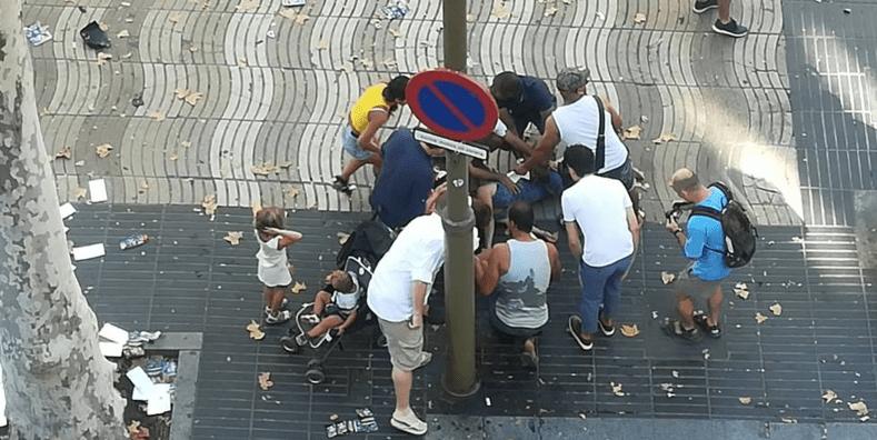 Furgoneta atropella a decenas de personas en Barcelona (VIDEOS)
