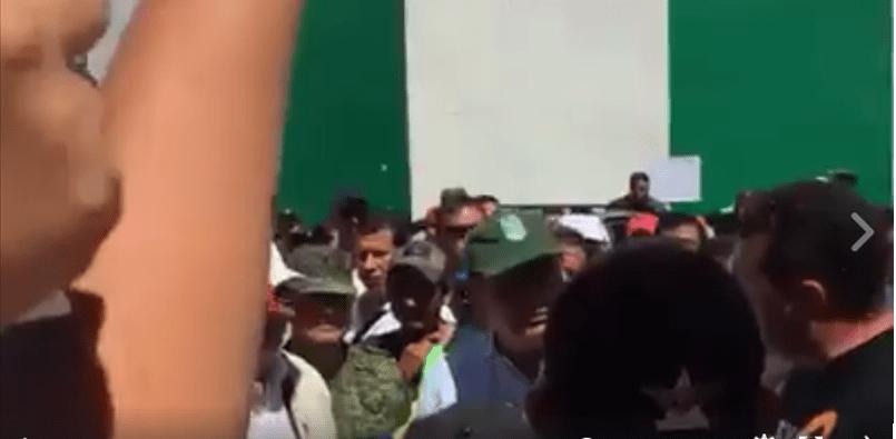 Lanzan abucheos y mentadas a Graco, en visita de Osorio Chong (VIDEO)