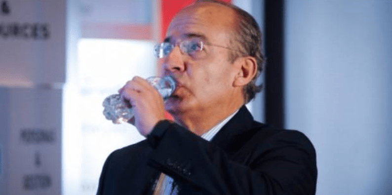"""Le gritan """"ratero"""" a Felipe Calderón en el Festival de Morelia"""