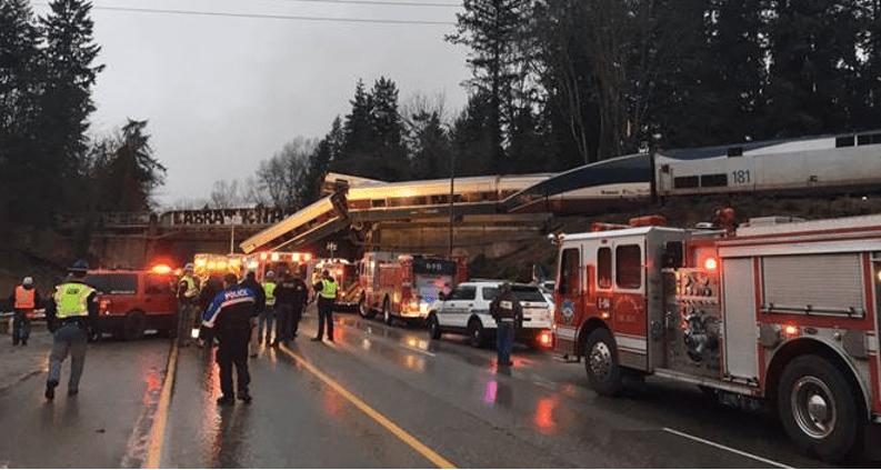 Descarrila tren en EU: 6 muertos y 77 heridos