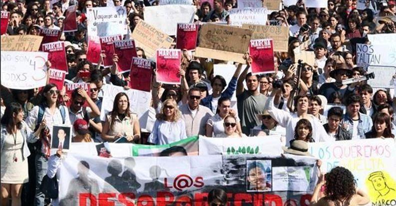 Marchan para exigir que aparezcan con vida 3 estudiantes desaparecidos