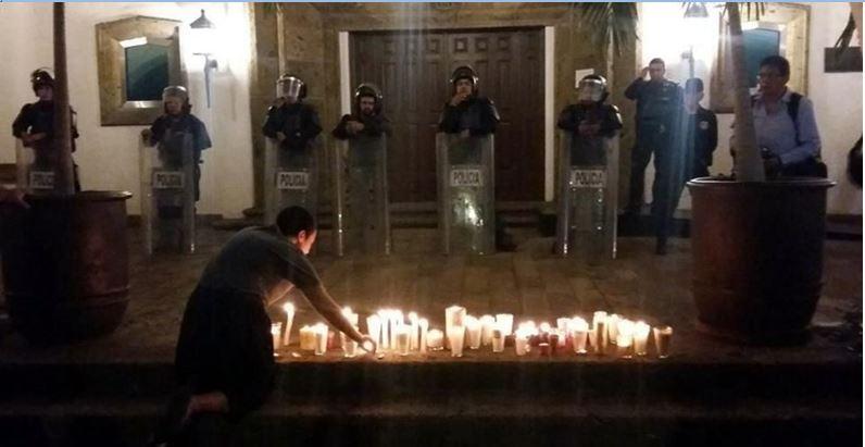 Protestan por crimen ante la casa del gobernador de Jalisco