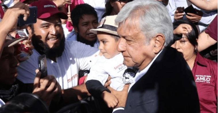 Ofrece AMLO acabar con líderes charros como Deschamps