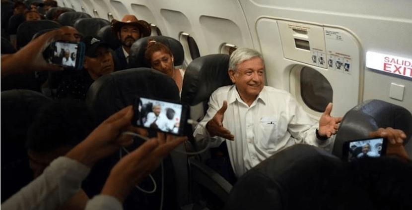 """Varado en Huatulco, AMLO insiste: """"no me voy a subir al avión presidencial"""""""