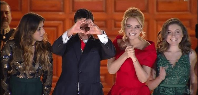 El extraño gesto de manos de Peña con que concluyó el Grito (MEMES)