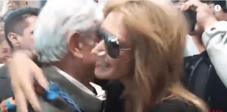 Adela Micha se le echa encima a AMLO en Durango (VIDEOS)