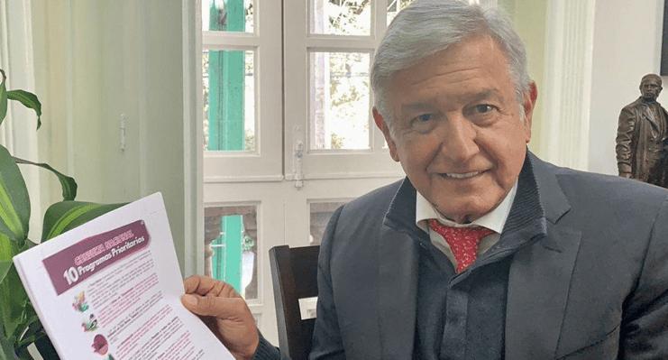 AMLO presenta boleta para consulta sobre el Tren Maya