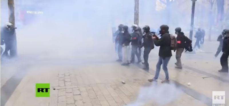 Arrecian protestas de Chalecos amarillos en París (VIDEO)