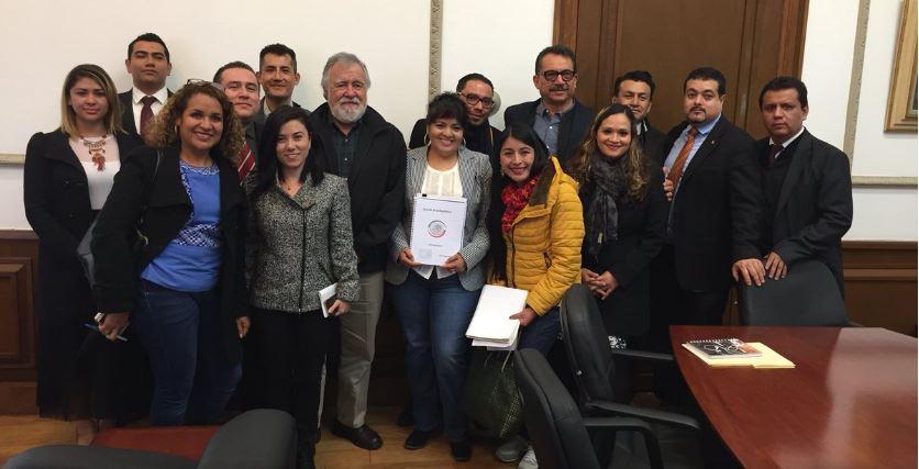 Nestora Salgado entrega a la Segob lista de 199 presos políticos