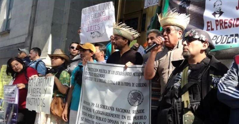 Ciudadanos 'clausuran' Suprema Corte por no bajarse salarios