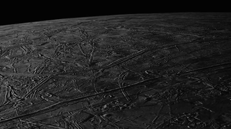 Galileo sobrevuela la luna Europa del planeta más grande, Júpiter