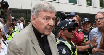 Vuelve el cardenal Pell a Roma tras ser absuelto de pederastia