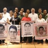 Padres de los 43 condenan liberación de 24 policías municipales