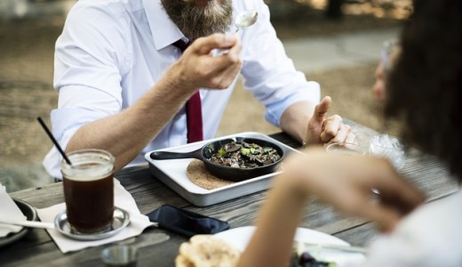 カップルにオススメ!ご飯中に盛り上がる会話のネタ5選!