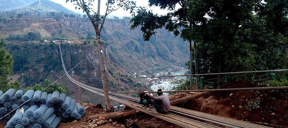 पर्वतमा एसियाकै अग्लो र लामो झोलुङ्गे पुल बन्दै…