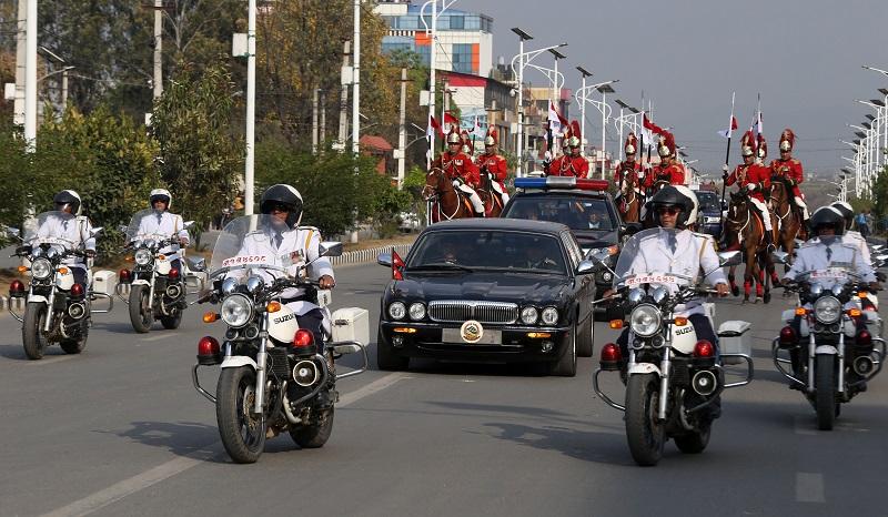 संक्रमणको बेला राष्ट्रपति भण्डारीको राजसी सवारी